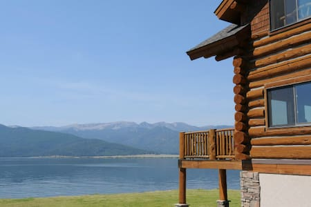 Luxury Lake Front Log Home (Menlo Place)