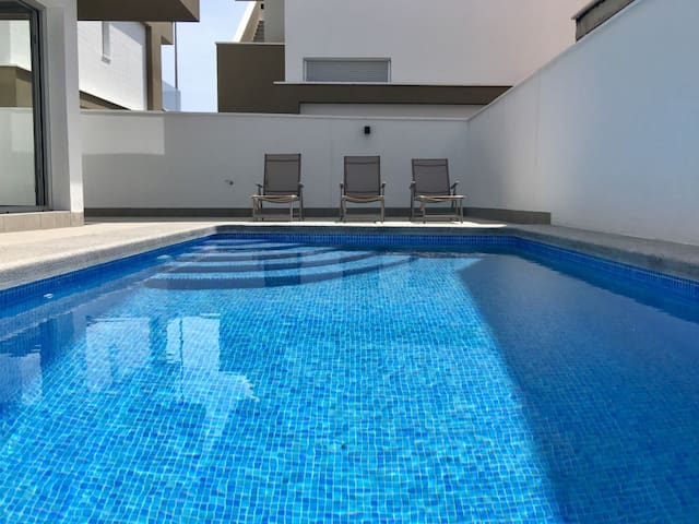 Modern 3 bed villa, with pool, close to the beach.