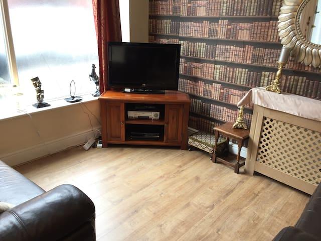 Shakespeare - 2 bedroom apartment