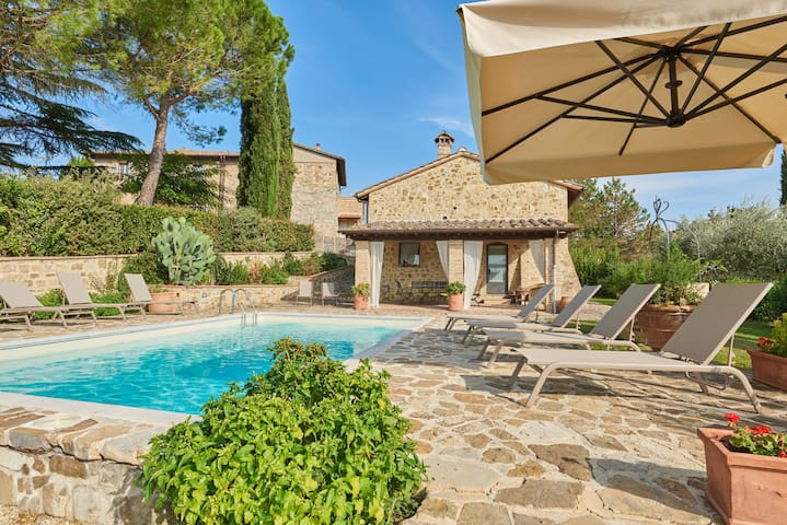 Charming restored tuscan barns with pool