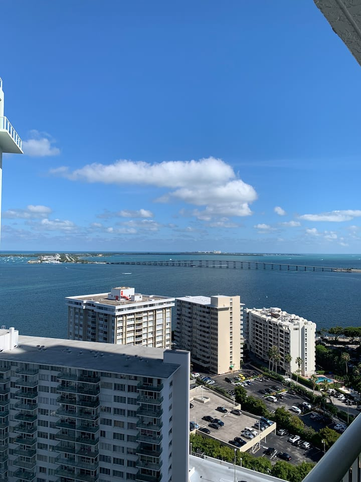 Room in Brickell/downtown.
