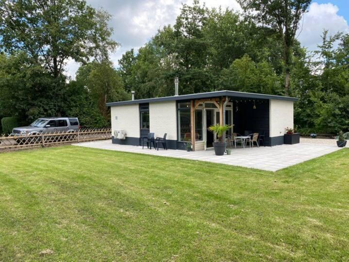 Prachtige bungalow in bosrijk gebied bij zwemplas