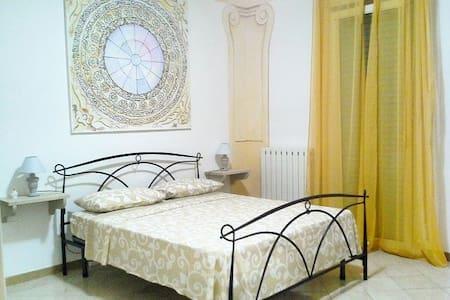 Luminosa Stanza Barocca con bagno in camera - Provincia di Lecce