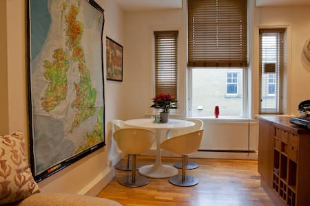 Bright and quirky 2 bed Victorian flat - London