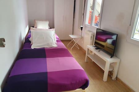 Habitación en casa  2 camas calefac, baño privado