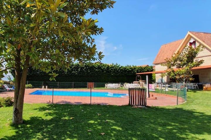 House with pool and tennis court in ría de vigo