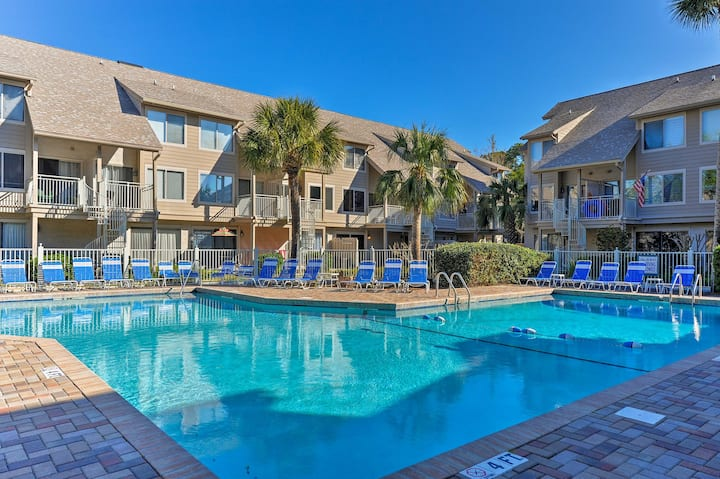 Chic Hilton Head Villa w/Balcony-Walk to the Beach