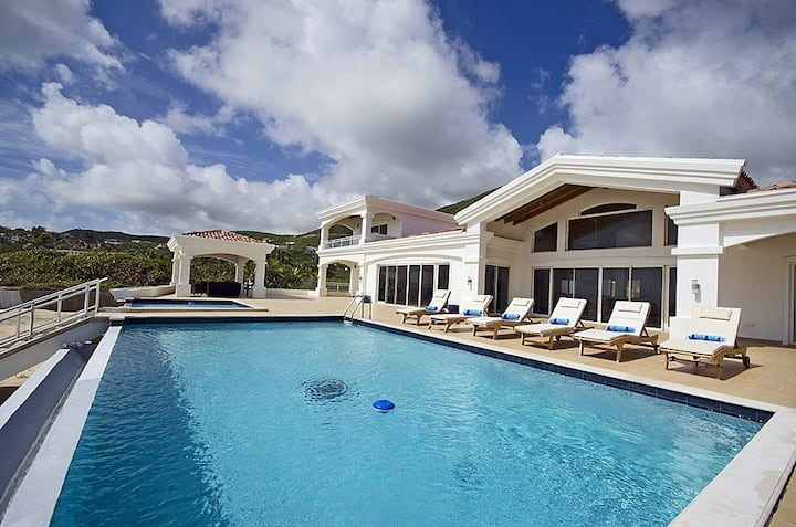 Villa Casa Sunshine - 4 Suites / Sleeps 8