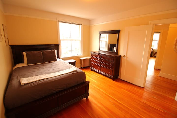 Cute Character Suite, location location location! - Vancouver - Apartment