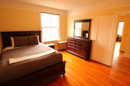 Cute Character Suite, location location location! - Vancouver - Appartement