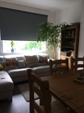 Cosy 2 Bedroom flat with a Private Garden