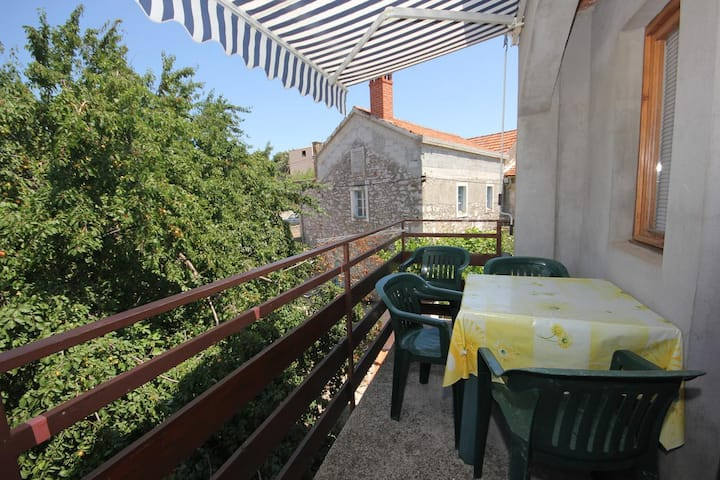 Two bedroom apartment with terrace Sali, Dugi otok (A-447-c)