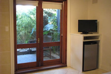 Self contained studio close to Sydney harbour - 巴尔梅恩区(Balmain) - 独立屋