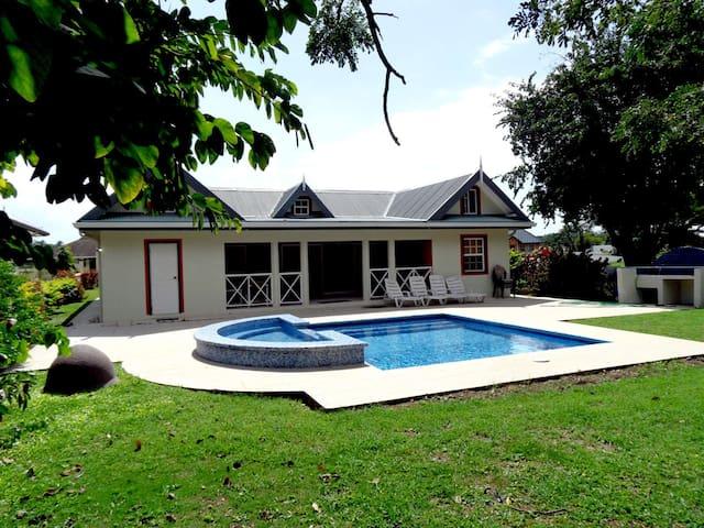 Samsara Villa - 3 Bedr - Accommodates 8 persons