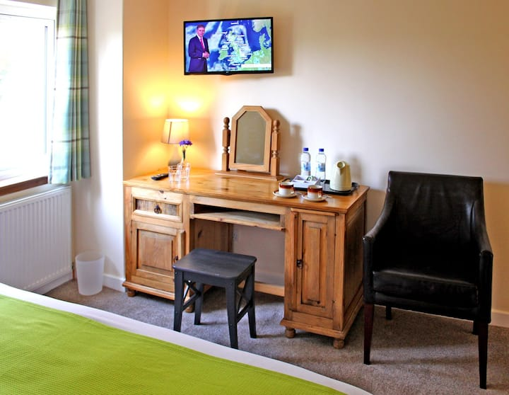 Birch Deluxe Superking Room at Silverbridge Lodge