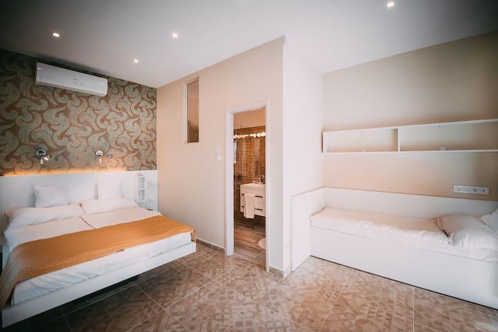 Balatonra panorámás teraszos szoba, reggelivel