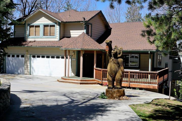 "Mountain Home w/3 fireplaces ""On 5 acres"""