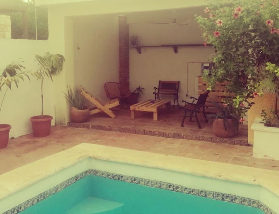Swimmingpool and terrace