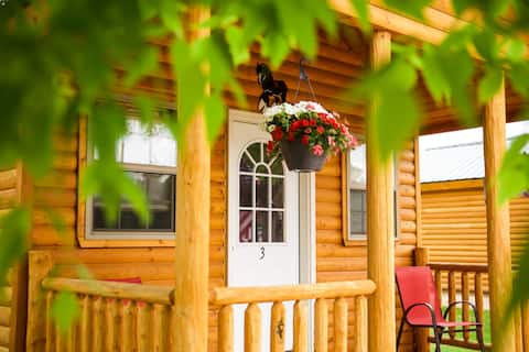 "Cabin#2- Come Stay in ""Rustic Luxury!"" - Free Parking & WiFi - CLEAN"