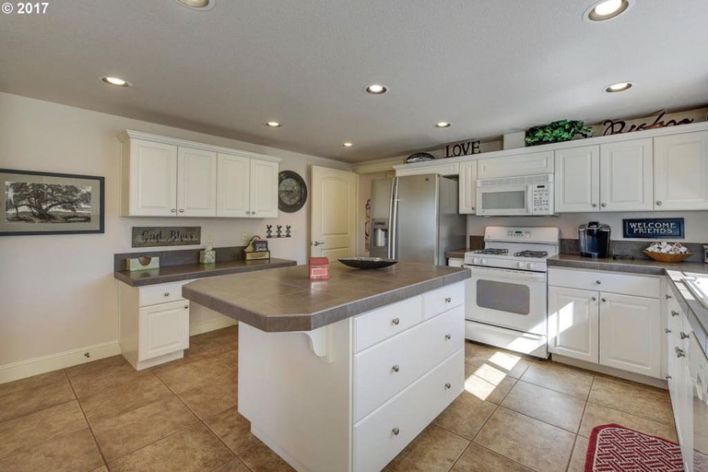 Full kitchen with stainless appliances and full laundry room off kitchen