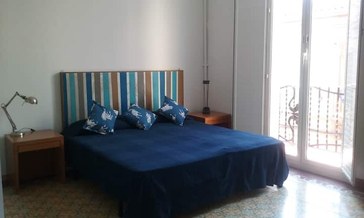 Room 4pax+balcony+A/C  15 min to Barcelona CP3