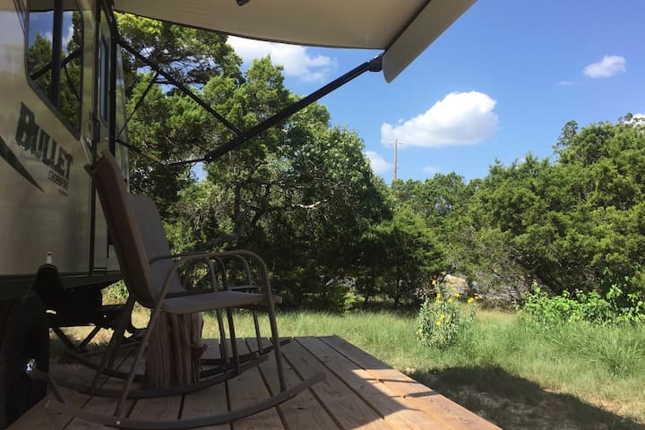 Cozy Hill Country Hideaway - Bulverde - Camper/RV