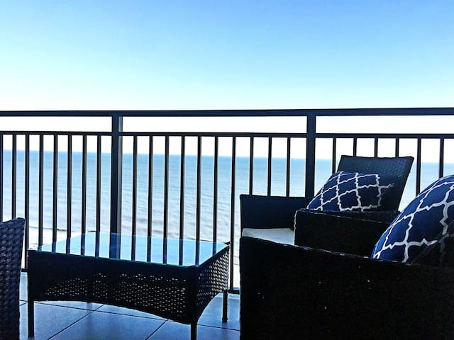 Nice OCEAN FRONT 1Br-Myrtle Beach JUST RENOVATED!! - Myrtle Beach - Apartment