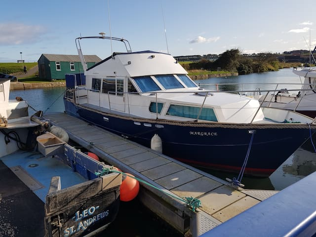 St Andrews entire Boat on a Pontoon 2 Double Beds