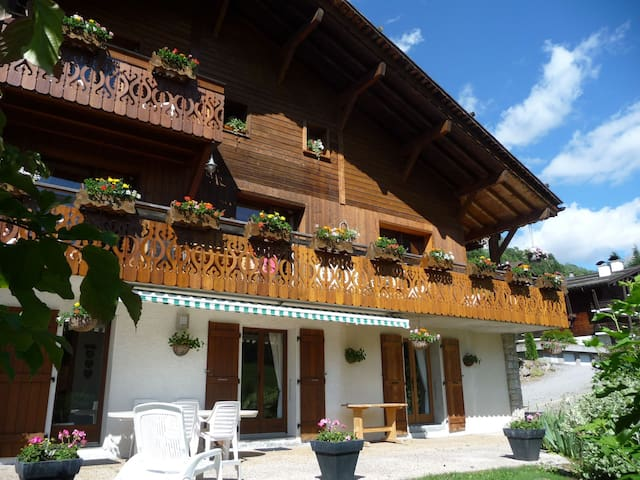 Superb apartment at the bottom of a chalet - Le Grand-Bornand - Chalé
