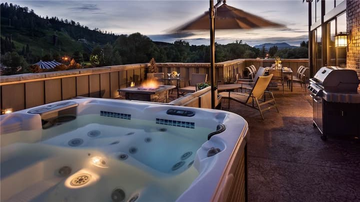 Chic 3BR Downtown + Hot Tub + Shuttle - Governors Penthouse at the Olympian