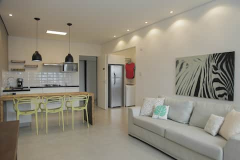 Serviced Renovated 1 bedroom apt in downtown #1310