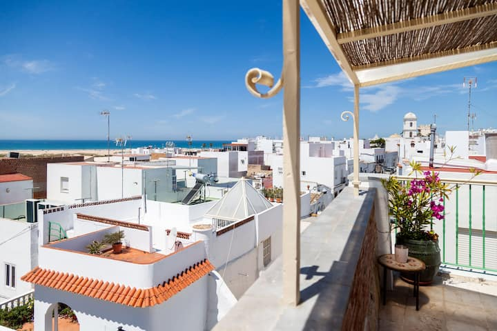 Charming Studio Apartment in Historical Centre Close To Beach with Rooftop Terrace & Wi-Fi