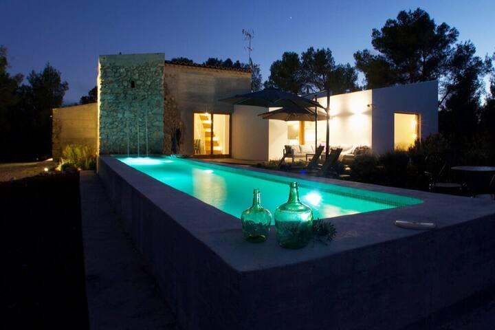 Designer Villa for 6-8p - €280 10 mins Sitges