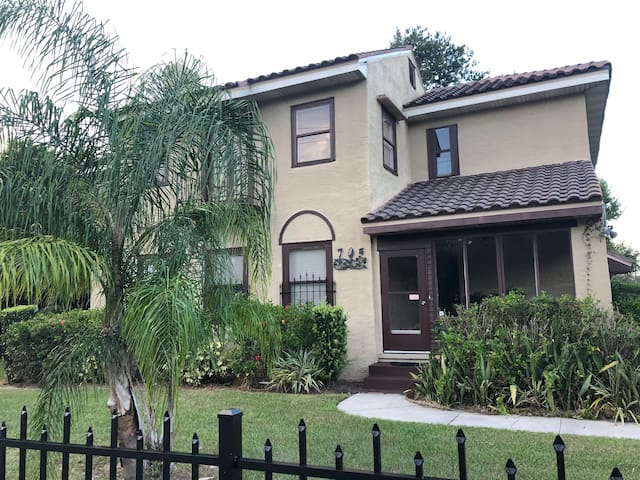 Historic 1910 Home close to LEGOLAND & Disney
