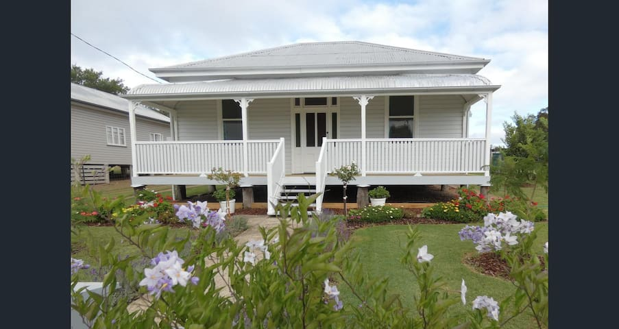 Victoria's Cottage Bed & Breakfast - Warwick Qld