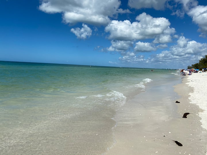 Location! Location! Barefoot Beach Condo. BEACH!