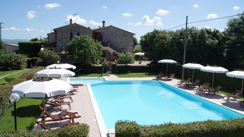 Bilo n° 3 in podere in pietra con piscina