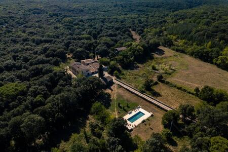 Domaine de la Verrerie     132 hectares     900 m2