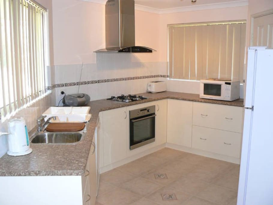 Kitchen fully equipped with fridge/freezer, microwave, gas cooktop and electric oven