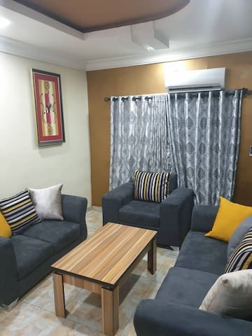 Gees Luxury Apartment Metro 1 Magodo