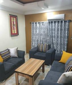 Gees Luxury Apartment Metro 1 Magodo