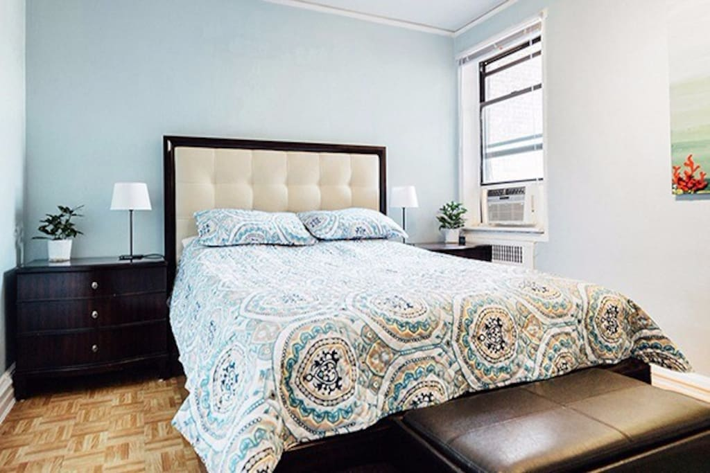 QUUEN SIZE BED WITH EXTREMELY COMFORTABLE MATTRESS.
