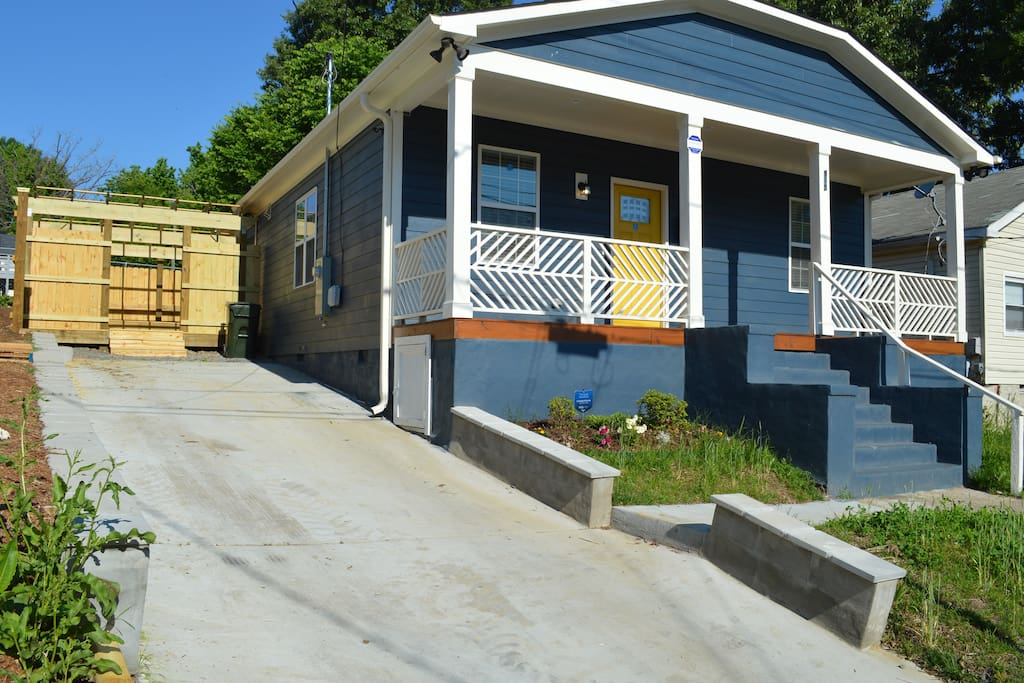New Craftsman Style Home a Stone's Throw from Downtown