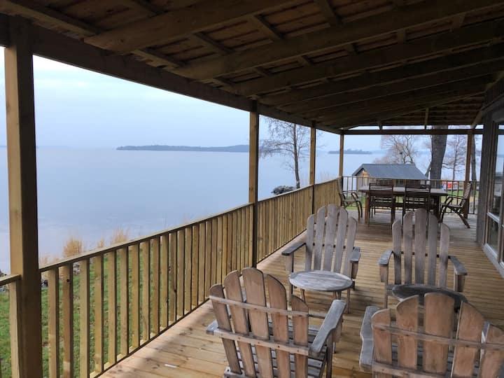 Lakefront cottage 50 minutes from Stockholm