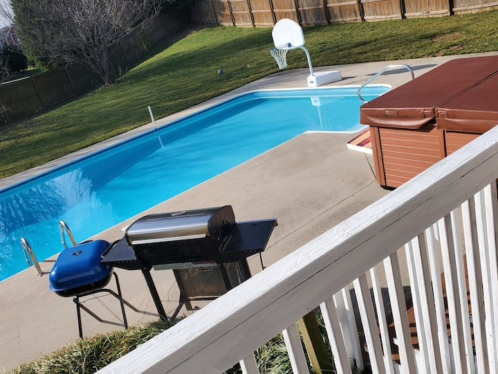 Just the right place! Heated pool open all year