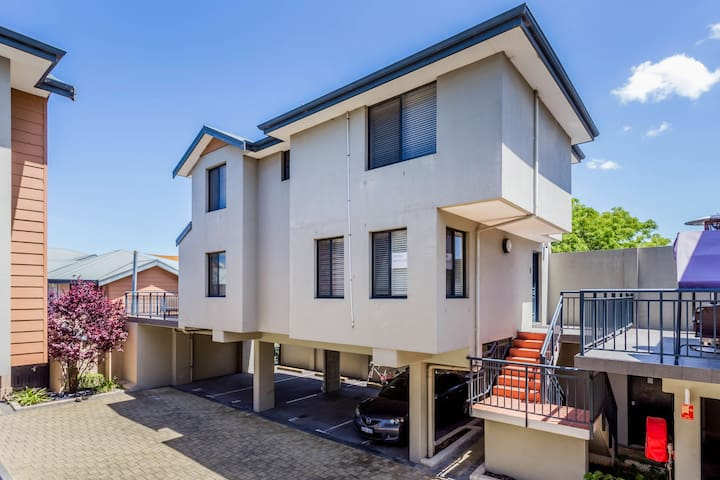Leederville House close to the City and transport - Leederville - Maison