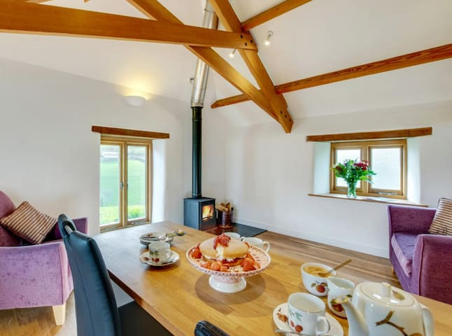 Stylish Split Level Converted Cornish Barn