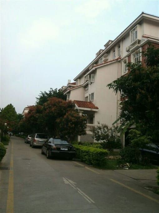 大型别墅区,环境舒适。