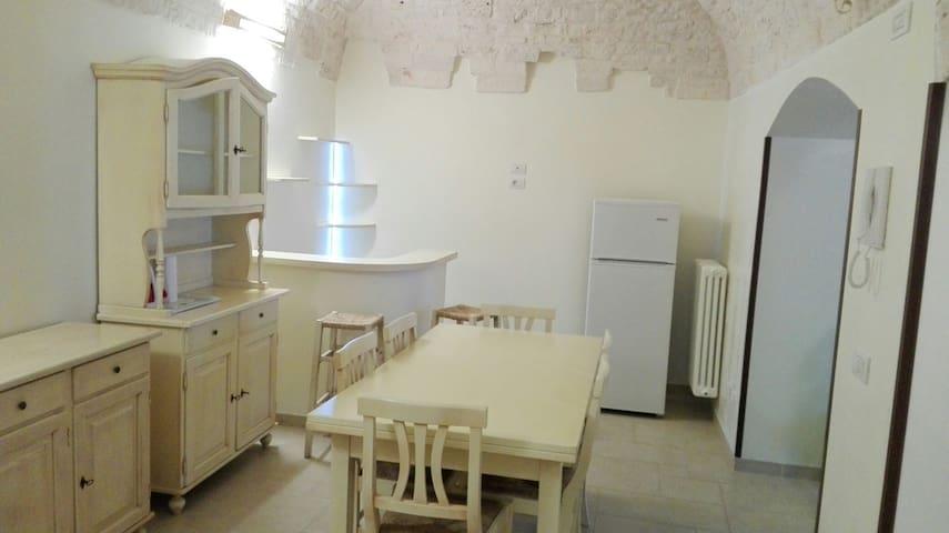 Casa indipendente su 2 piani...enjoy it! - Ceglie Messapica - Talo