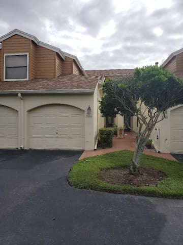Orland-Condo with Garage